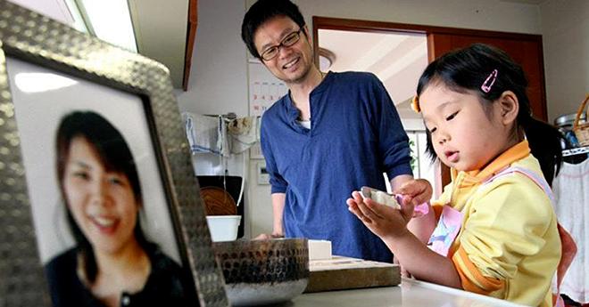 XiaoHua đã biết nấu ăn ngay từ nhỏ nhờ sự dạy bảo của người mẹ. Ảnh: Bldaily.